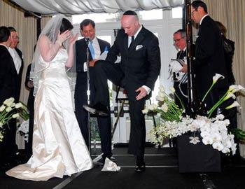 Jewish Wedding: Breaking of the glass